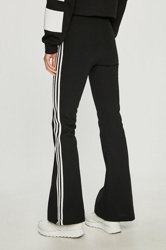 adidas Originals - Nohavice <p>43% Bavlna, 57% Polyester</p>