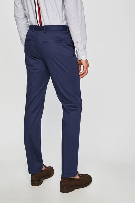 Calvin Klein - Kalhoty Materiál č. 1: 96% Bavlna, 4% Elastan Materiál č. 2: 100% Polyester Podšívka kapsy: 35% Bavlna, 65% Polyester
