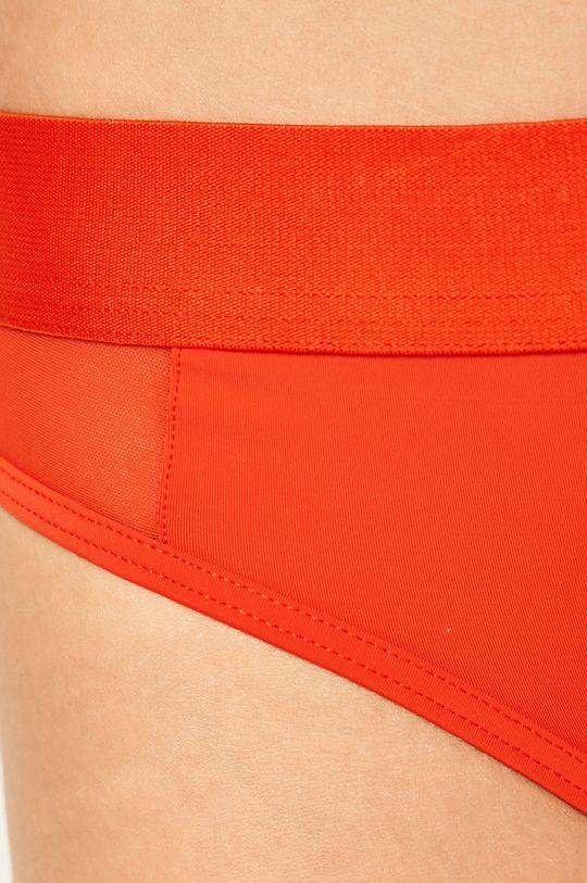 Calvin Klein Underwear - tanga CK One Hlavní materiál: 20% Elastan, 80% Nylon Ozdobné prvky: 32% Elastan, 68% Nylon Vložka: 100% Bavlna Stahovák: 12% Elastan, 59% Nylon, 29% Polyester
