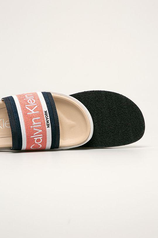 Calvin Klein - Pantofle  Svršek: Textilní materiál Vnitřek: Umělá hmota, Textilní materiál Podrážka: Umělá hmota