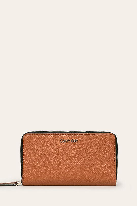 hnedá Calvin Klein - Peňaženka Dámsky