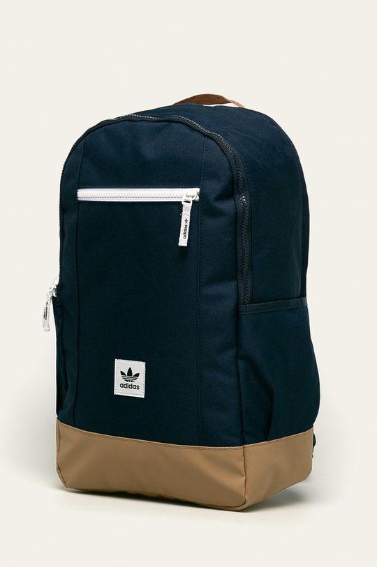 adidas Originals - Batoh  Hlavní materiál: 100% Polyester Ozdobné prvky: 100% Polyethylen