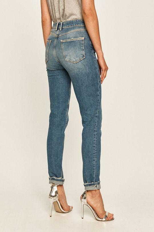 Guess Jeans - Jeansi 1981  Materialul de baza: 99% Bumbac, 1% Elastan Captuseala buzunarului: 20% Bumbac, 80% Poliester