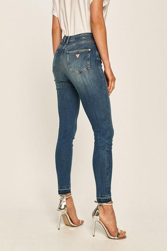 Guess Jeans - Jeansi 1981  Materialul de baza: 30% Bumbac, 2% Elastan, 63% Lyocell, 5% Poliester  Captuseala buzunarului: 30% Bumbac, 70% Poliester