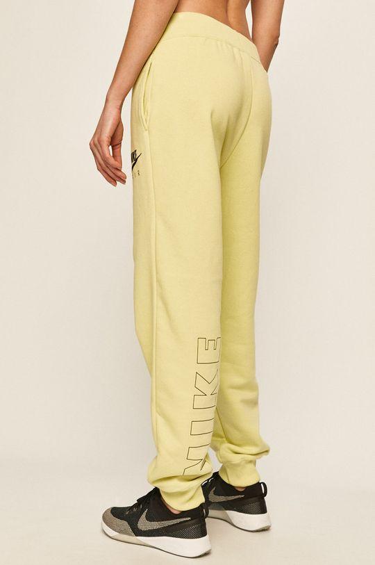Nike - Kalhoty <p>Materiál č. 1: 80% Bavlna, 20% Polyester Materiál č. 2: 98% Bavlna, 2% Elastan</p>