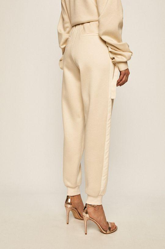 Patrizia Pepe - Pantaloni Material 1: 23% Poliuretan, 77% Viscoza Material 2: 97% Bumbac, 3% Elastan Material 3: 100% Poliester