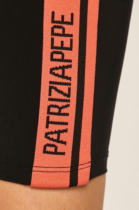 Patrizia Pepe - Kraťasy Hlavní materiál: 28% Elastan, 72% Polyamid Ozdobné prvky: 2% Elastan, 98% Polyamid