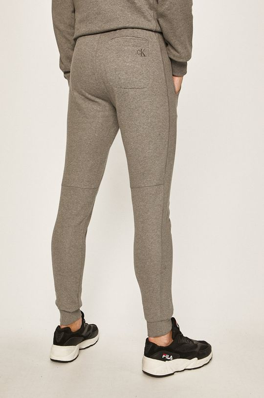 Calvin Klein Jeans - Kalhoty Hlavní materiál: 100% Bavlna Stahovák: 97% Bavlna, 3% Elastan