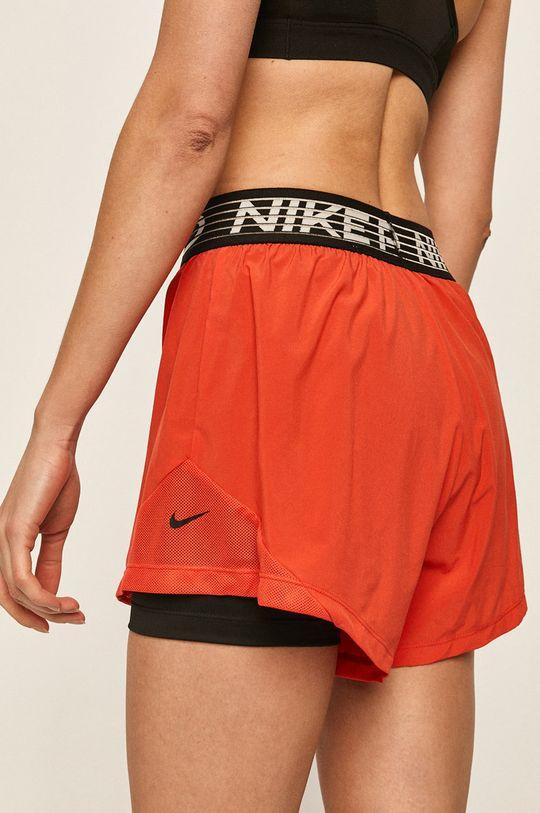 Nike - Kraťasy  Hlavní materiál: 12% Elastan, 88% Polyester Jiné materiály: 20% Elastan, 80% Polyester