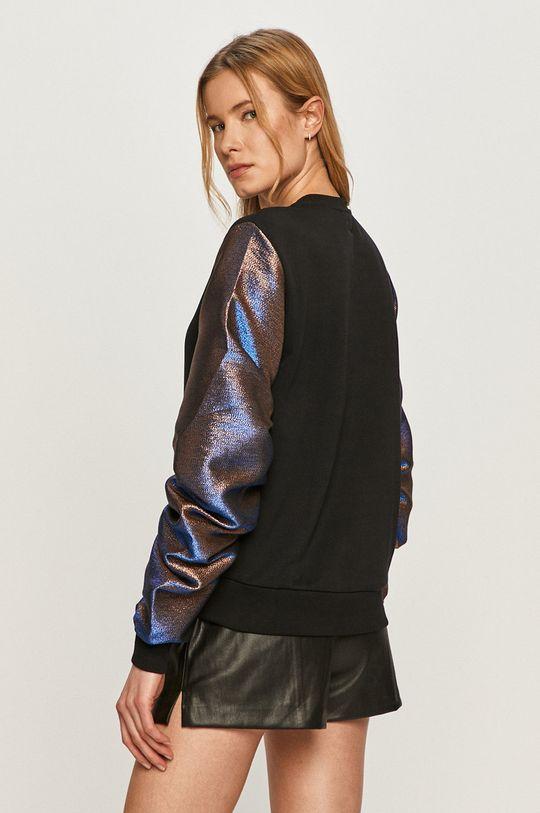 Karl Lagerfeld - Mikina  Hlavní materiál: 90% Bavlna, 10% Polyester Materiál č. 2: 30% Bavlna, 58% Polyester, 10% Kovové vlákno, 2% Jiný materiál