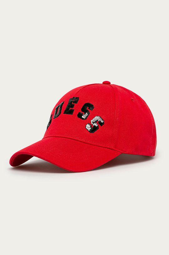 červená Guess - Čepice Dámský