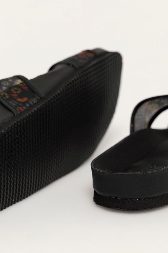 Desigual - Pantofle  Svršek: Textilní materiál Vnitřek: Textilní materiál Podrážka: Umělá hmota