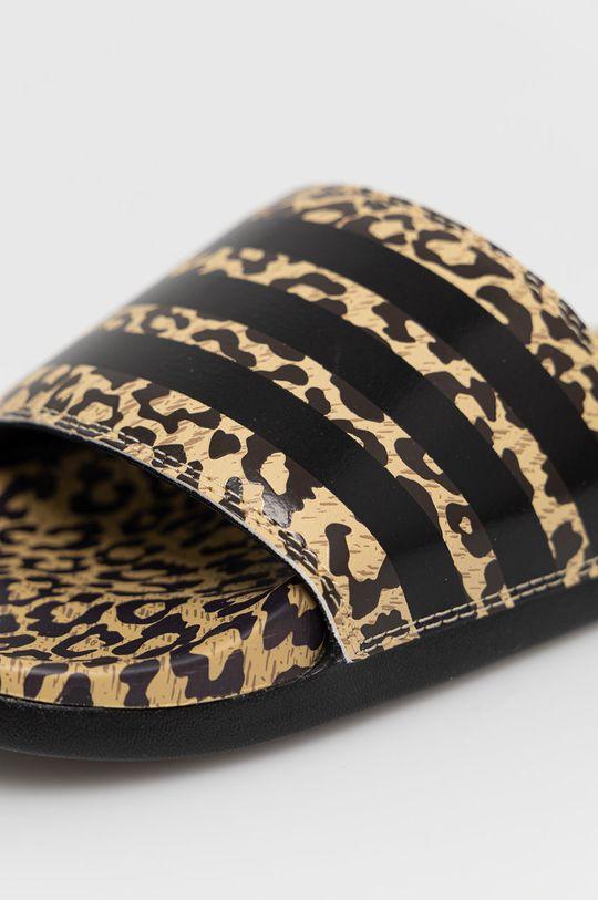 viacfarebná adidas - Šľapky