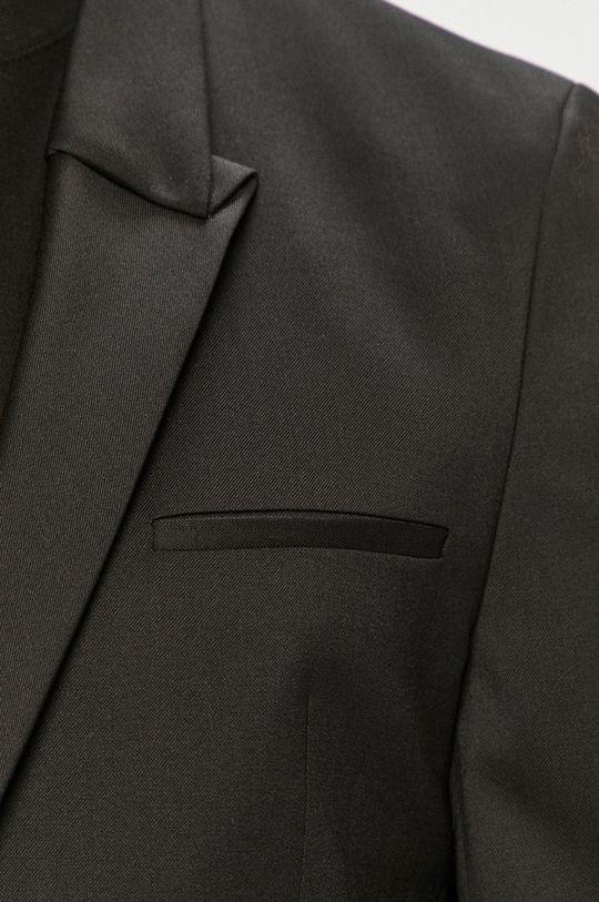 Hugo - Oblek