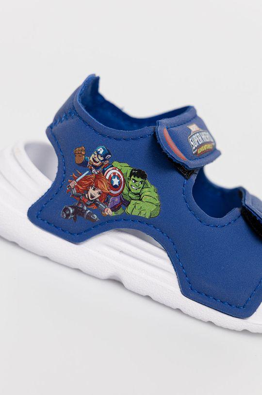 niebieski adidas - Sandały dziecięce Swim Sandal I x Marvel