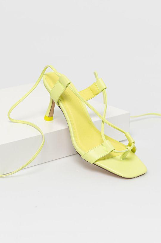 Truffle Collection - Sandály žlutě zelená