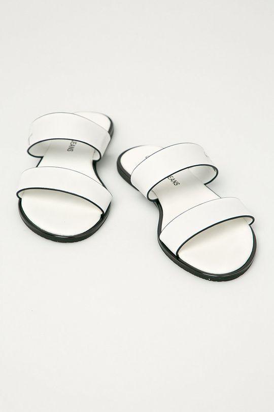 Calvin Klein Jeans - Klapki skórzane biały