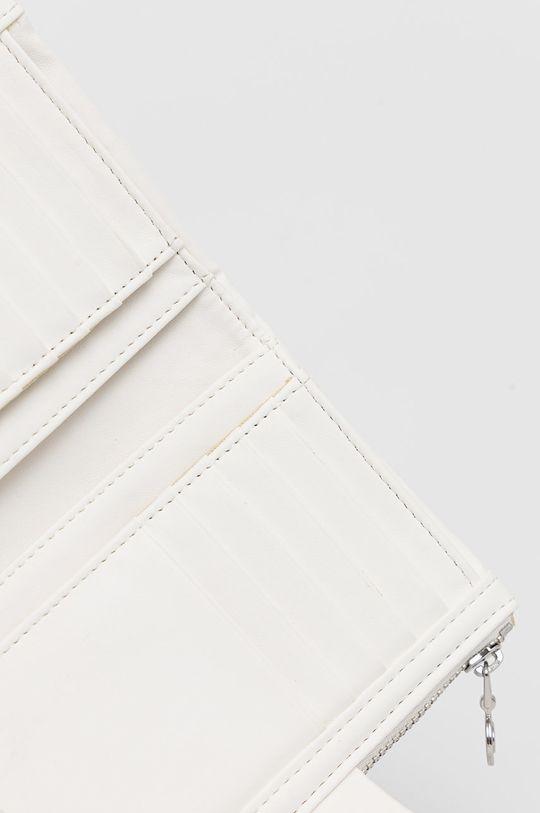 Desigual - Peněženka  Podšívka: 100% Polyester Hlavní materiál: 100% Polyuretan Pokyny k praní a údržbě:  nelze sušit v sušičce, nebělit, neprat, Nečistit chemicky