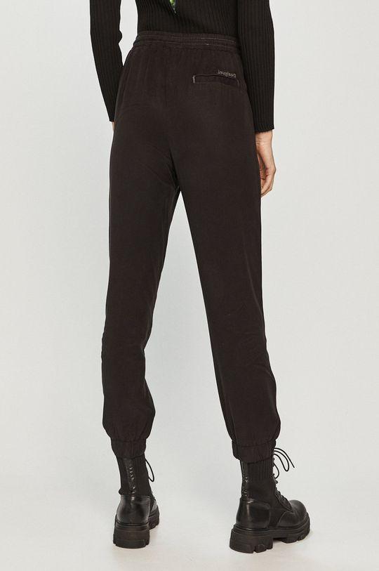 Desigual - Kalhoty  100% Lyocell Pokyny k praní a údržbě:  nelze sušit v sušičce, nebělit, žehlit na nízkou teplotu