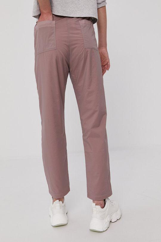 Champion - Nohavice  Podšívka: 100% Polyester Základná látka: 6% Elastan, 94% Polyamid