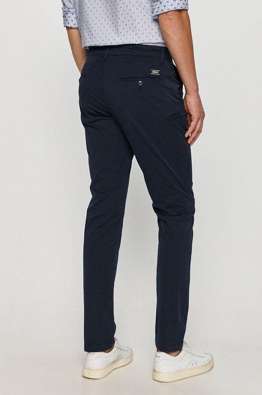 Guess - Kalhoty  Hlavní materiál: 98% Bavlna, 2% Elastan Podšívka kapsy: 100% Bavlna