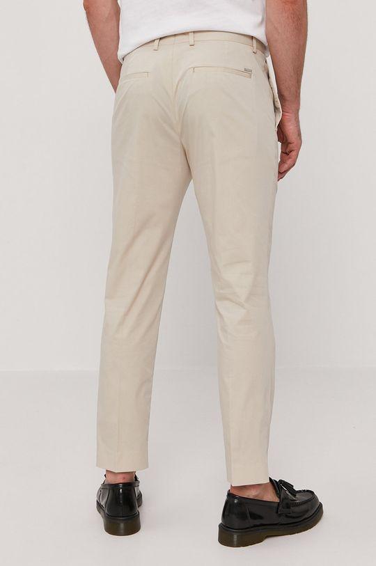 Calvin Klein - Spodnie Materiał zasadniczy: 71 % Bawełna, 6 % Elastan, 23 % Poliamid, Podszewka kieszeni: 35 % Bawełna, 65 % Poliester
