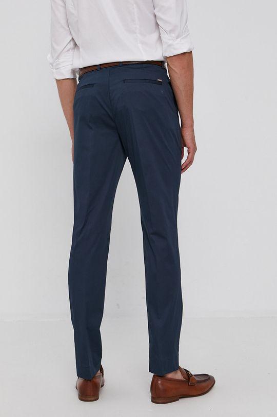 Calvin Klein - Pantaloni  Materialul de baza: 67% Bumbac, 3% Elastan, 30% Poliamida Captuseala buzunarului: 35% Bumbac, 65% Poliester