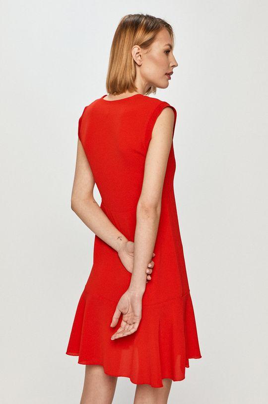 Pepe Jeans - Šaty Kate  Materiál č. 1: 3% Elastan, 97% Polyester Materiál č. 2: 100% Polyester Materiál č. 3: 5% Elastan, 95% Polyester