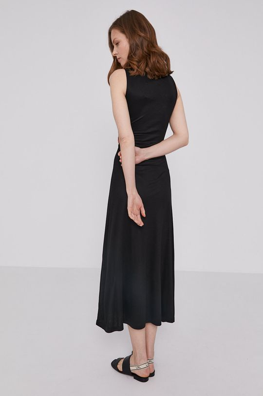 Desigual - Sukienka 1 % Elastan, 10 % Poliester, 88 % Wiskoza, 1 % Włókno metaliczne, Wskazówki pielęgnacyjne:  prać w pralce w temperaturze 30 stopni, nie suszyć w suszarce bębnowej, nie wybielać, czyścić tylko w benzynie lub fluorochlorowęglowodorach, prasować w średniej temperaturze