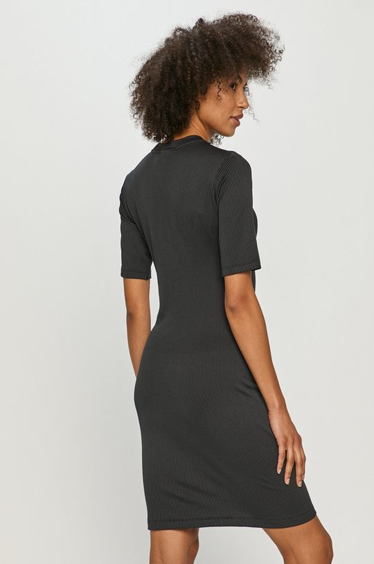 Nike Sportswear - Sukienka 2 % Elastan, 53 % Nylon, 45 % Poliester