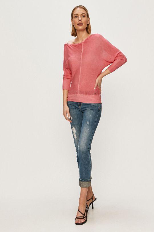Guess - Sweter ostry różowy