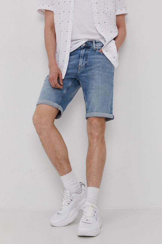 modrá Tommy Jeans - Rifľové krátke nohavice Pánsky