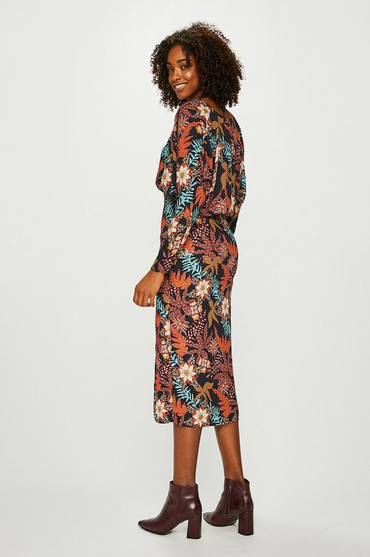 Answear - Šaty Nomad <p>100% Polyester</p>