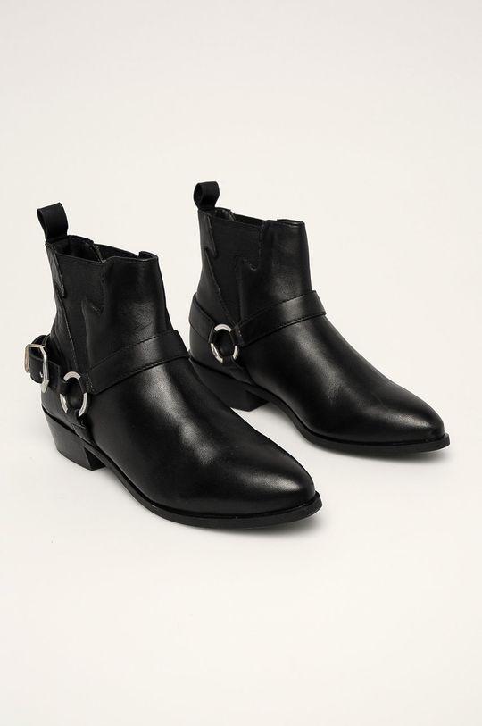 Answear - Nízké kožené kozačky černá