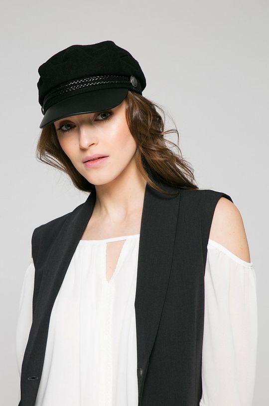 Answear - Vesta <p>Základná látka: 6% Elastan, 17% Polyamid, 77% Polyester</p>