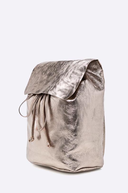 Answear - Kožený ruksak zlatá