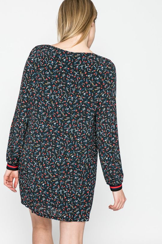 Answear - Šaty Sporty Fusion <p>Podšívka: 100% Polyester Základná látka: 100% Viskóza</p>