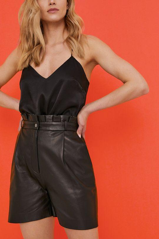 černá Answear Lab - Kožené šortky z narozeninové kolekce Dámský