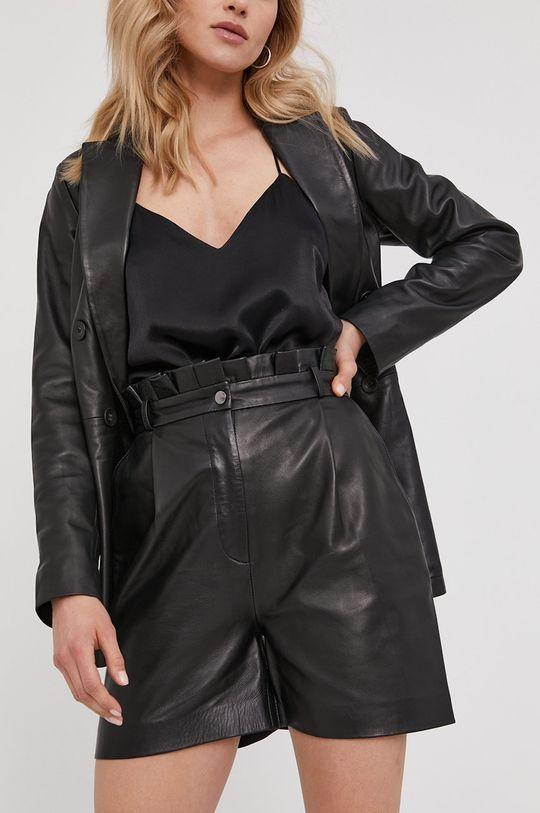 černá Answear Lab - Kožené šortky z narozeninové kolekce