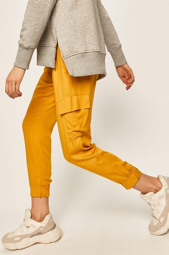 жълт Answear - Панталони Жіночий