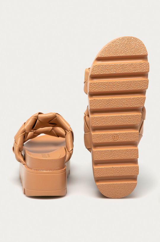 zlatohnědá Answear Lab - Pantofle Moda Plus