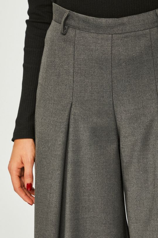 Answear - Nohavice <p>3% Elastan, 62% Polyester, 35% Viskóza</p>