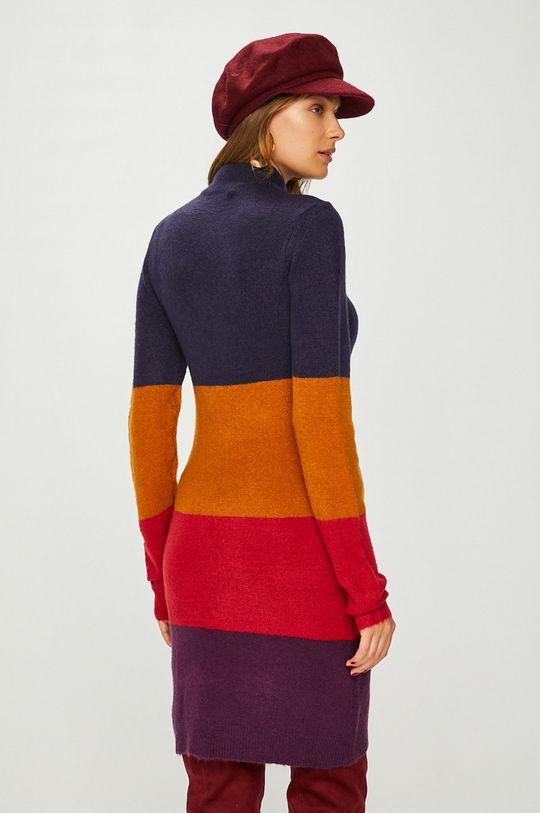 Answear - Šaty <p>Základná látka: 70% Akryl, 3% Elastan, 27% Polyester</p>