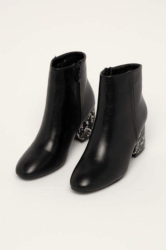 Answear - Členkové topánky R and B čierna