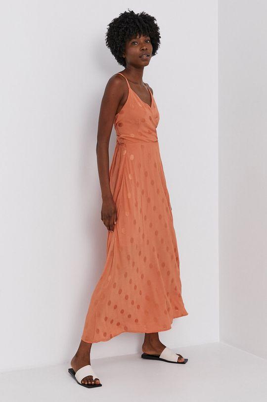 růžová Answear Lab - Šaty