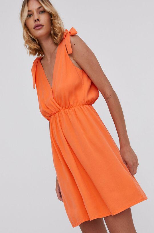 oranžová Answear Lab - Šaty