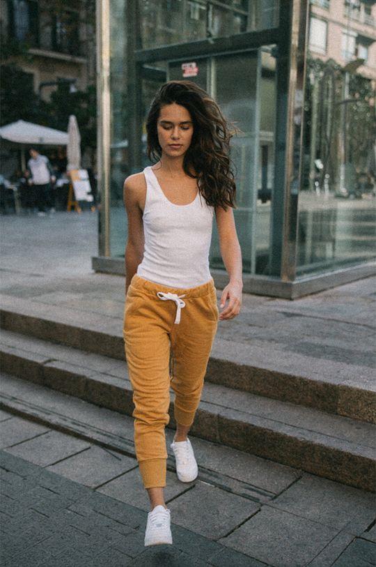 portocaliu MUUV - Pantaloni Sneaker Girl De femei