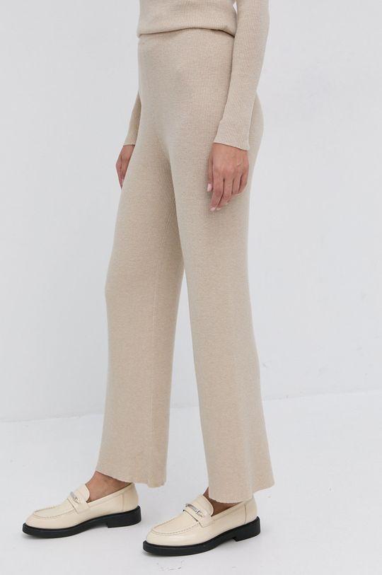 Silvian Heach - Sada s příměsí vlny  Hlavní materiál: 16% Akryl, 55% Nylon, 20% Polyester, 9% Vlna