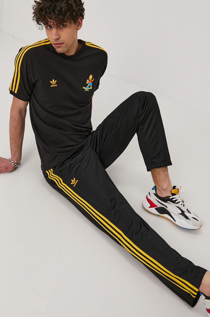 adidas Originals - Pantaloni x The Simpsons imagine answear.ro