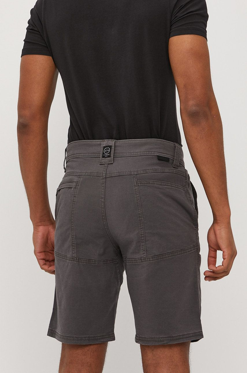 Wrangler - Pantaloni scurti ATG answear.ro